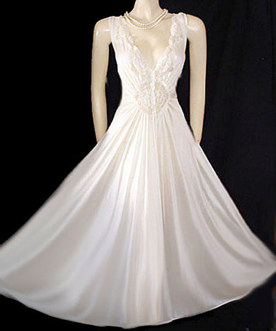 VINTAGE OLGA-LOOK ADONNA BRIDAL NIGHTGOWN RARE SIZE 3X - EXTRA EXTRA EXTRA LARGE – X X X LARGE - LACE SPANDEX IN ICE CRYSTALS GRAND SWEEP