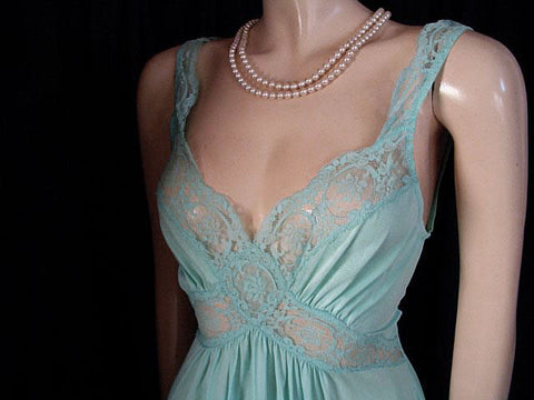 BEAUTIFUL VINTAGE OLGA SPANDEX LACE CRISS-CROSS STRIPS NIGHTGOWN IN RARE COLOR OF CARIBBEAN