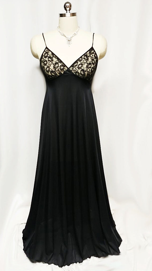 VINTAGE OLGA GRAND SWEEP BLACK LACE NIGHTGOWN IN RAVEN