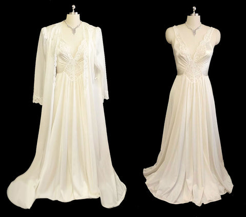 VINTAGE BRIDAL TROUSSEAU OLGA LACEY SILKY NYLON PEIGNOIR & NIGHTGOWN SET IN ANGEL MIST