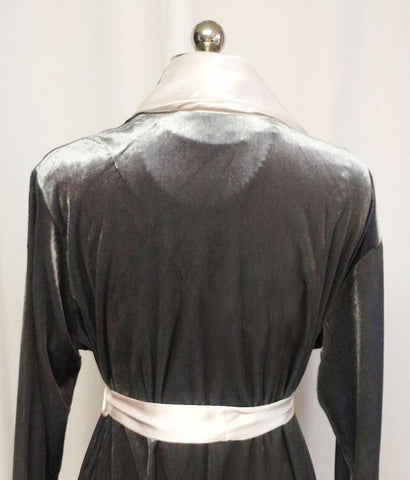 M.G. 1281 - SOLD - BEAUTIFUL OSCAR DE LA RENTA LUSH VELOUR VELVET WRAP ROBE WITH EMBROIDERED SATIN LAPELS & CUFFS