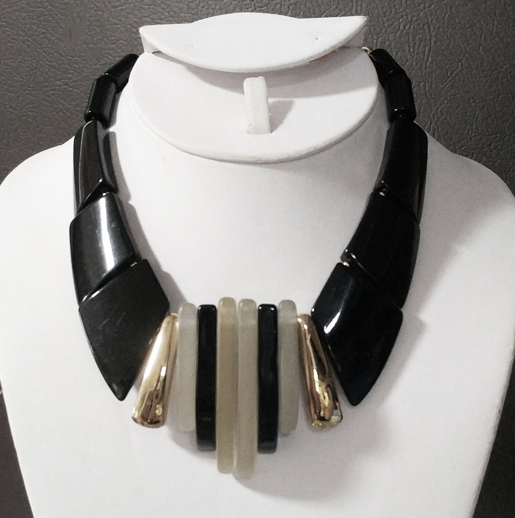 VINTAGE PARKLANE BLACK & FROSTY LUCITE ART DECO LARGE NECKLACE