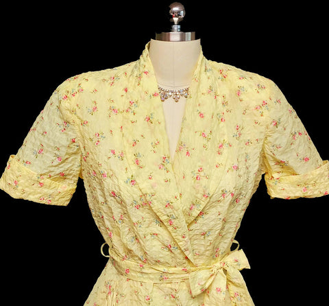 VINTAGE '40s / '50s GLAMOROUS FLORAL SEERSUCKER BIAS-CUT GRAND SWEEP DRESSING GOWN IN BUTTERCUP