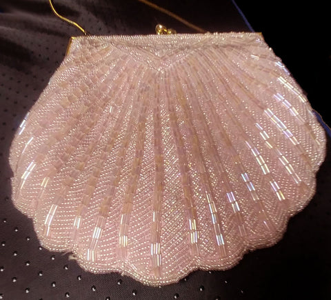 VINTAGE 1960s SEASHELL LOOK HAND MADE SPARKLING HEAVILY BEADED EVENING BAG / EVENING PURSE IN HEAVENLY PINK