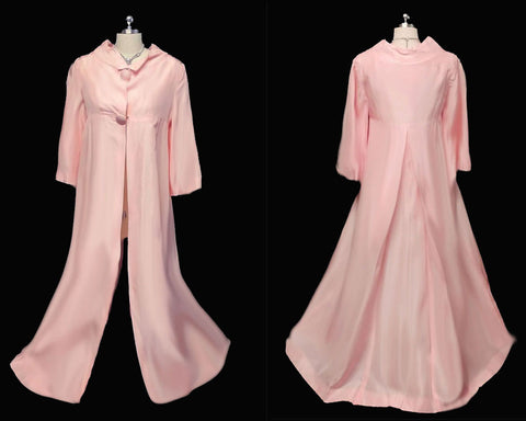 ELEGANT VINTAGE  '50s / '60s LONG EVENING COAT IN A VERY FEMININE SHADE OF TEA ROSE