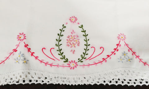 VERY ELEGANT VINTAGE HEIRLOOM HAND CROCHETED & EMBROIDERED SWAGS & WREATH PILLOW CASES  - 1 PAIR - RARELY USED