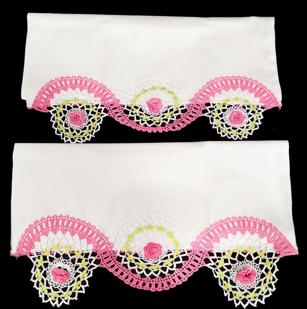 GORGEOUS VINTAGE HEIRLOOM HAND CROCHETED SWIRLS & ROSES PILLOW CASES - 1 PAIR - RARELY USED