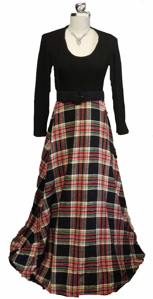 VINTAGE RED AND BLACK PLAID ADORNED WITH SPARKLING GOLD METALLIC THREADS  HOSTESS DRESS / DRESSING GOWN WITH A GRAND SWEEP - PERFECT FOR CHRISTMAS ENTERTAINING OR WHEN OPENING PRESENTS