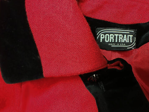 VINTAGE PORTRAIT RED WOOL & BLACK VELVETY SWING CLUTCH COAT MADE IN THE U.S.A.