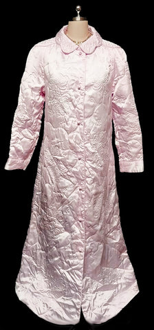 BEAUTIFUL LUXURIOUS VINTAGE PRESWICK & MOORE GLEAMING SATINY QUILTED ROBE MADE IN HONG KONG IN A FABULOUS COLOR OF FROSTED PINK PEARL