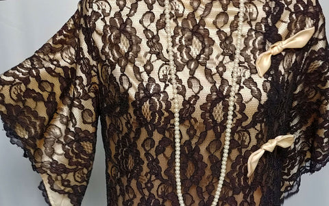 GLAMOROUS VINTAGE ROVEL OF CALIFORNIA BLACK LACE & CHAMPAGNE SATIN DRESSING GOWN / LOUNGEWEAR / CAFTAN