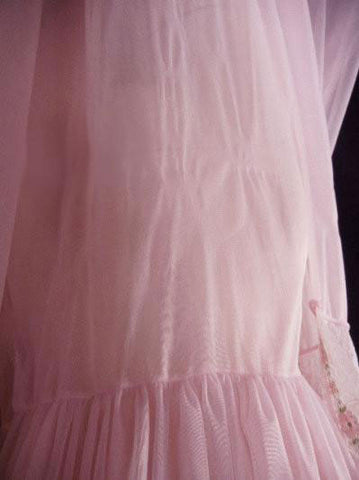 VINTAGE '60s & '70s ROVEL OF CALIFORNIA PINK SHEER DOUBLE NYLON FLORAL LACE PEIGNOIR & NIGHTGOWN SET IN STORYBOOK PRINCESS