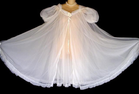 GORGEOUS VINTAGE ROVEL OF CALIFORNIA BRIDAL TROUSSEAU NIGHTGOWN & PEIGNOIR ADORNED WITH ROSES IN BRIDAL WHITE