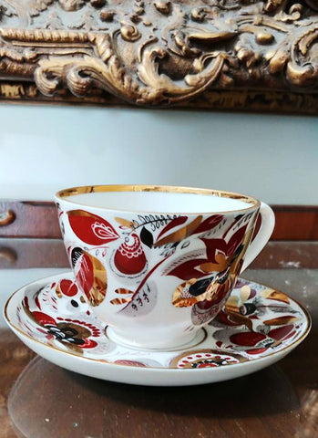 VINTAGE RUSSIAN PORCELAIN FLORAL & LEAF TEA CUP / COFFEE CUP WITH SAUCER IN BEAUTIFUL COLORS BOLD COLORS WITH GLEAMING GOLD TRIM