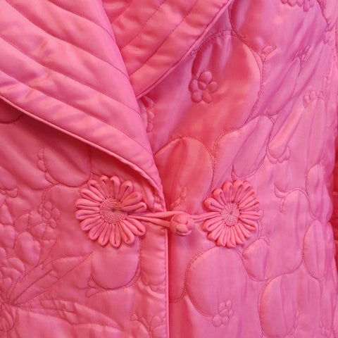 BEAUTIFUL VINTAGE '60s / EARLY '70s SAKS FIFTH AVENUE SILKY QUILTED ROBE MADE IN HONG KONG IN LOTUS BLOSSOM