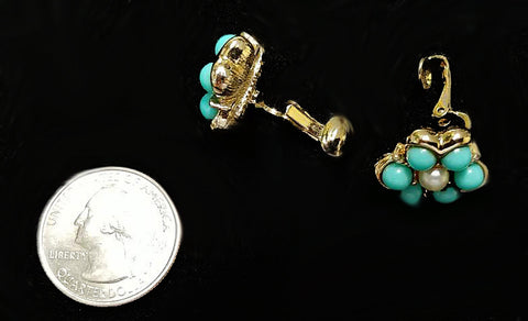 VINTAGE SARA COVENTRY FAUX TURQUOISE & PEARL CLIP ON EARRINGS