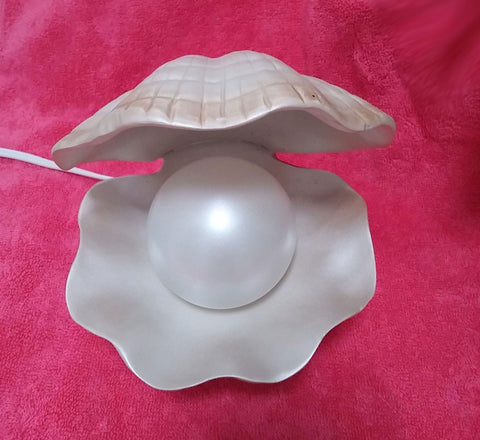 "BEAUTIFUL LARGE ""PEARL"" IN A CLAM SHELL LAMP"