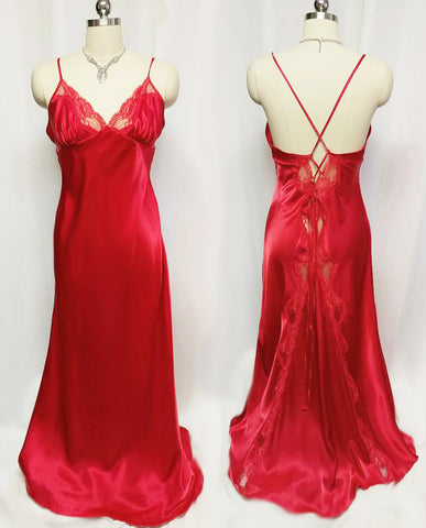 GLAMOROUS VINTAGE SHIRLEY OF HOLLYWOOD SATIN LACE BIAS CUT NIGHTGOWN IN HOLLY BERRY