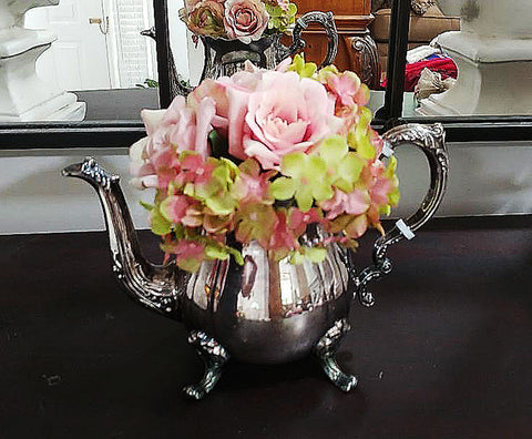 VINTAGE 1970s SHABBY CHIC LEONARD SILVERPLATE TEA POT FLORAL ARRANGEMENT