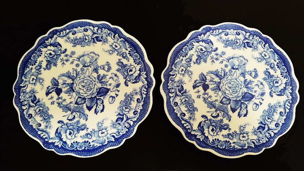 BEAUTIFUL VINTAGE ONE SPODE BLUE & WHITE FLORAL SCALLOPED TRIVET #1 - USE AS A TRIVET OR A WALL HANGING