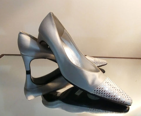 VINTAGE ST. JOHN  SILVER SATIN EVENING HEELS WITH SPARKLING PAILETTES - NEW OLD STOCK