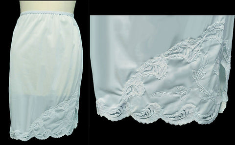 VINTAGE STANLEY LINGERIE BABY BLUE LACE APPLIQUE WITH FABULOUS DETAILING