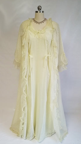 VINTAGE SWISSETTE ORIGNAL EYELET PEIGNOIR & DOUBLE NYLON NIGHTGOWN SET IN LEMON MERINGUE