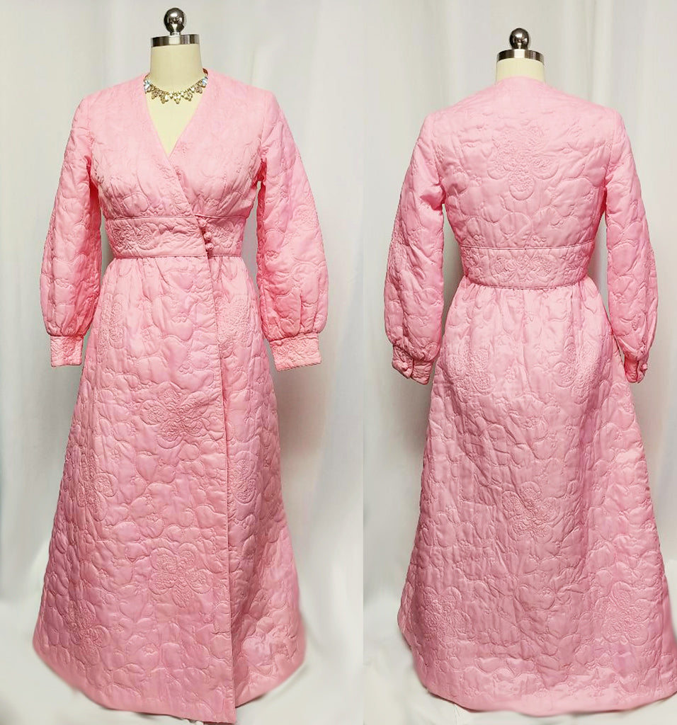 VINTAGE SWITZERS QUILTED ROBE MADE IN HONG KONG ADORNED WITH FLOWERS & TRAILING VINES IN PINK CHAMPAGNE