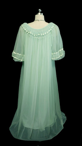 VINTAGE TOSCA PEIGNOIR & NIGHTGOWN SET ADORNED WITH RUCHING & EMBROIDERED FLOWERS IN HONEY DEW