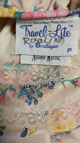 VINTAGE VICTORIAN LOOK TRAVEL-LITE BY BOUTIQUE FROM NEIMAN MARCUS FLORAL ZIP UP ROBE DRESSING GOWN