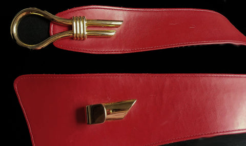 VINTAGE 1980s VALERIE BARAD FAUX LEATHER BELT IN CHILI PEPPER WITH A UNIQUE GOLD TONE HEAVY CLASP - PERFECT FOR FALL & WINTER WITH A HEAVY SWEATER, JEANS & KNEE HIGH BOOTS