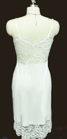 VINTAGE '60s VAN RAALTE DRIPPING WITH LACE AND APPLIQUES