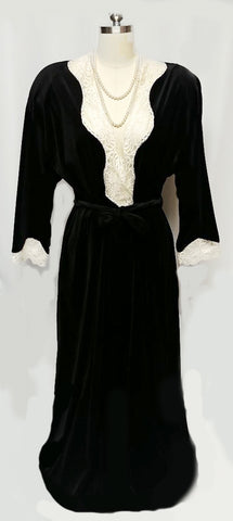 VINTAGE VANITY FAIR VELOUR ROBE DRESSING GOWN WITH IVORY LACE COLLAR & CUFFS IN BLACK TEA MADE IN THE U.S.A.