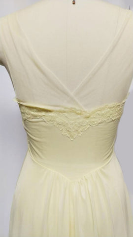 BEAUTIFUL VINTAGE VANITY FAIR APPLIQUES, LACE & TULLE NYLON TRICOT NIGHTGOWN IN LEMON CHIFFON