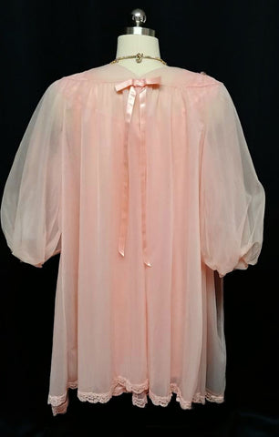 VINTAGE VANITY FAIR LACE & SATIN BOWS DOUBLE NYLON PEIGNOIR & NIGHTGOWN IN SOUTHERN PEACH
