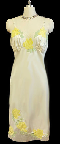 GLAMOROUS VINTAGE YELLOW ROSES & LEAVES APPLIQUE TULLE SLIP