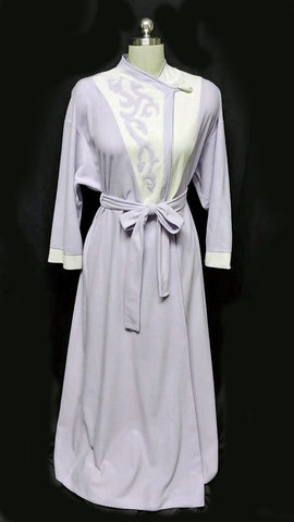 VINTAGE VANITY FAIR LAVENDER & WHITE APPLIQUE VELOUR DRESSING GOWN ROBE - MADE IN THE U.S.A.