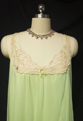 VINTAGE VANITY FAIR DOUBLE NYLON PEIGNOIR & NIGHTGOWN SET WITH ECRU LACE IN KEY LIME COOKIE