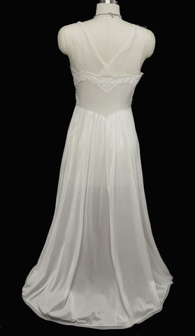 VINTAGE VANITY FAIR BRIDAL TROUSSEAU EXQUISITE LACE NYLON TRICOT NIGHTGOWN IN SNOW WHITE