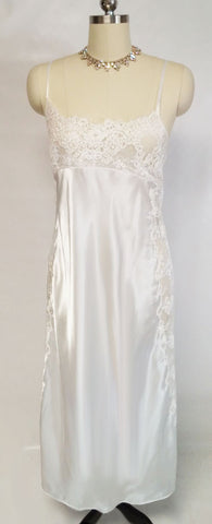 GORGEOUS VICTORIA'S SECRET BRIDAL TROUSSEAU GLEAMING SATIN BIAS NIGHTGOWN ADORNED WITH SILVER & WHITE LACE WITH SPARKLING CORDING