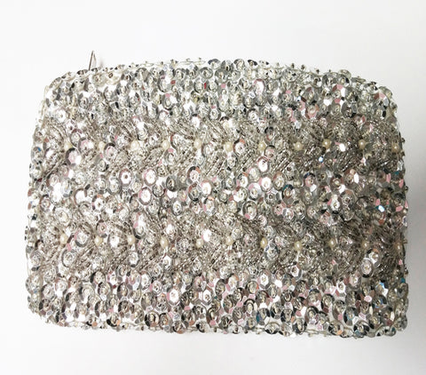 VINTAGE MID CENTURY HAND MADE WALBORG SPARKLING SILVER SEQUIN BEADED EVENING BAG / COIN PURSE