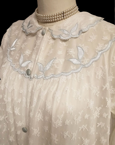 VINTAGE DOUBLE NYLON WHITE LACE PEIGNOIR ADORNED WITH BLUE SATIN APPLIQUES & SCALLOPED COLLAR