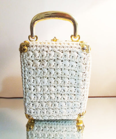 VINTAGE ITALIAN MADE RECTANGLE WHITE STRAW RAFFIA & GOLD HARDWARE PURSE - JUST ADORABLE!