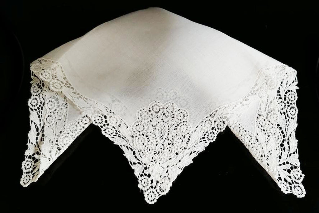 VINTAGE GORGEOUS BRIDAL WHITE VENETIAN GUIPURE LACE WEDDING HANDKERCHIEF -NEW OLD STOCK