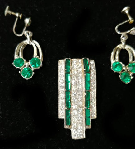 VINTAGE SPARKLING PRONG ART DECO RHINESTONE & FAUX EMERALD FUR CLIP W EARRINGS