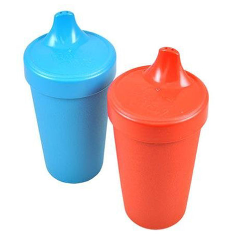 There are two sippy cups one red and one blue.