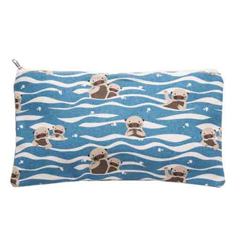 This blue bag depicts sea otters floating on the water's surface.