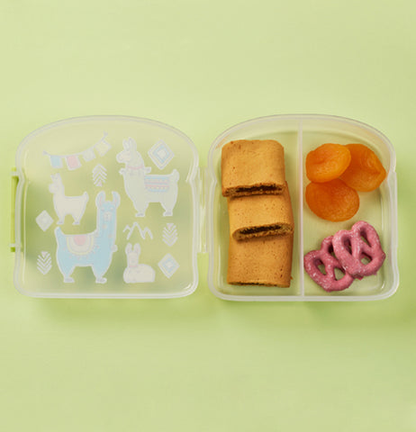 With a middle divider food stays where you put it, in order to avoid food related mishaps.