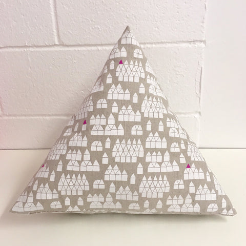 Sew Your Own: Pyramid Pillow - Friday 1/26*, 6-8:30pm