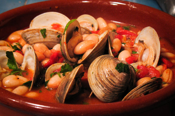 Cassoulet beans with clams with diced tomatoes-Rancho Gordo, Heirloom beans.